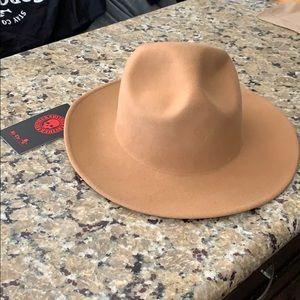 Tan top hat